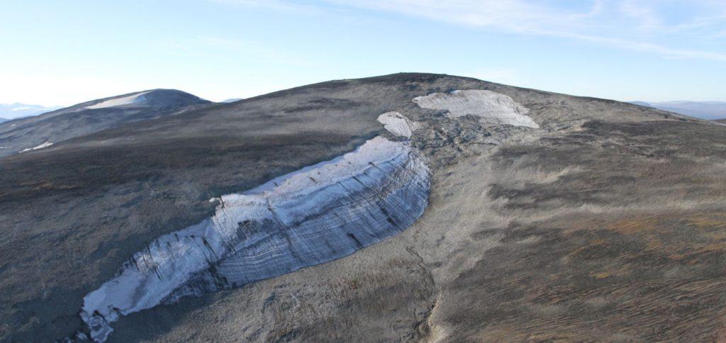 En isfonn i Jotunheimen, hvor 6000 år gamle piler har smeltet ut nylig.