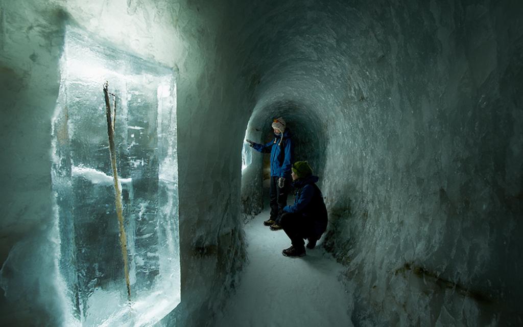 IStunnel i Juvfonne, som også¨er brukt til brearkeologiske forskningsprosjekter