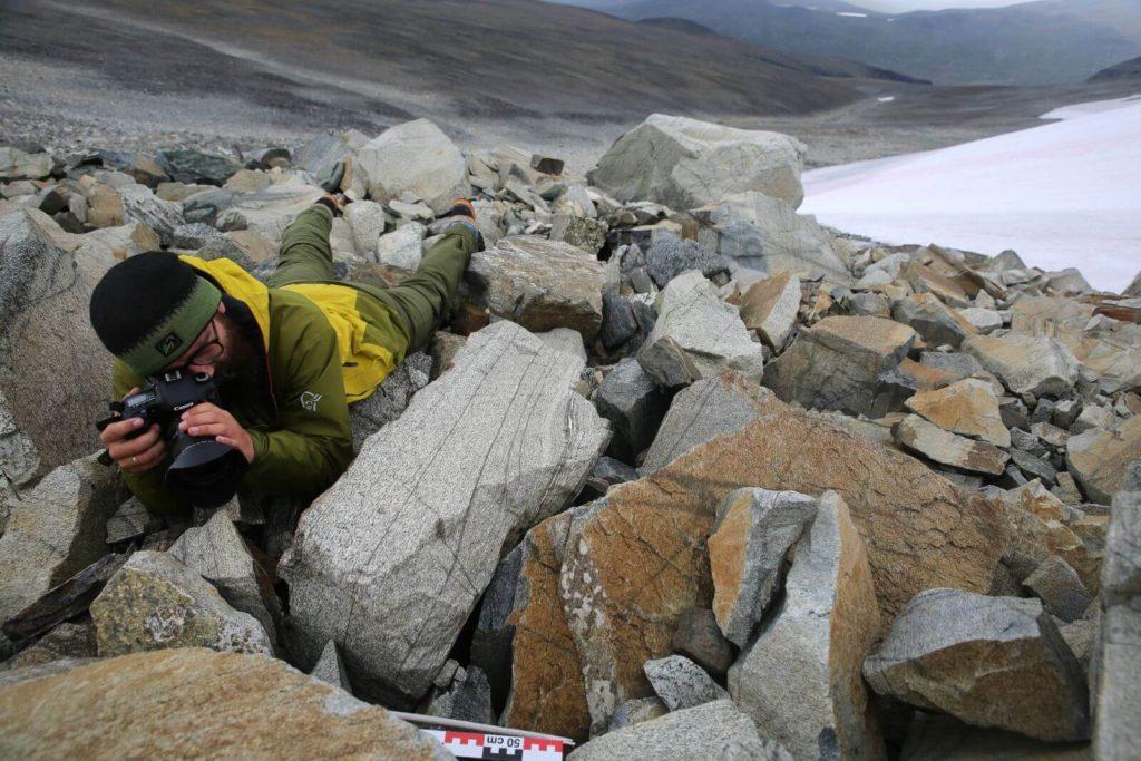 Documentation of an arrow found between large rocks