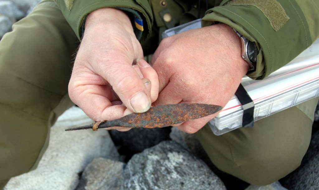 An iron arrowhead from the Viking Age, found with an arrowshaft during the 2007 survey at the Lauvhøe ice patch.