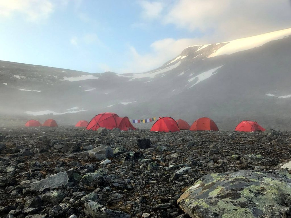 The basecamp (1680 m) at the Storfonne ice patch on the first morning