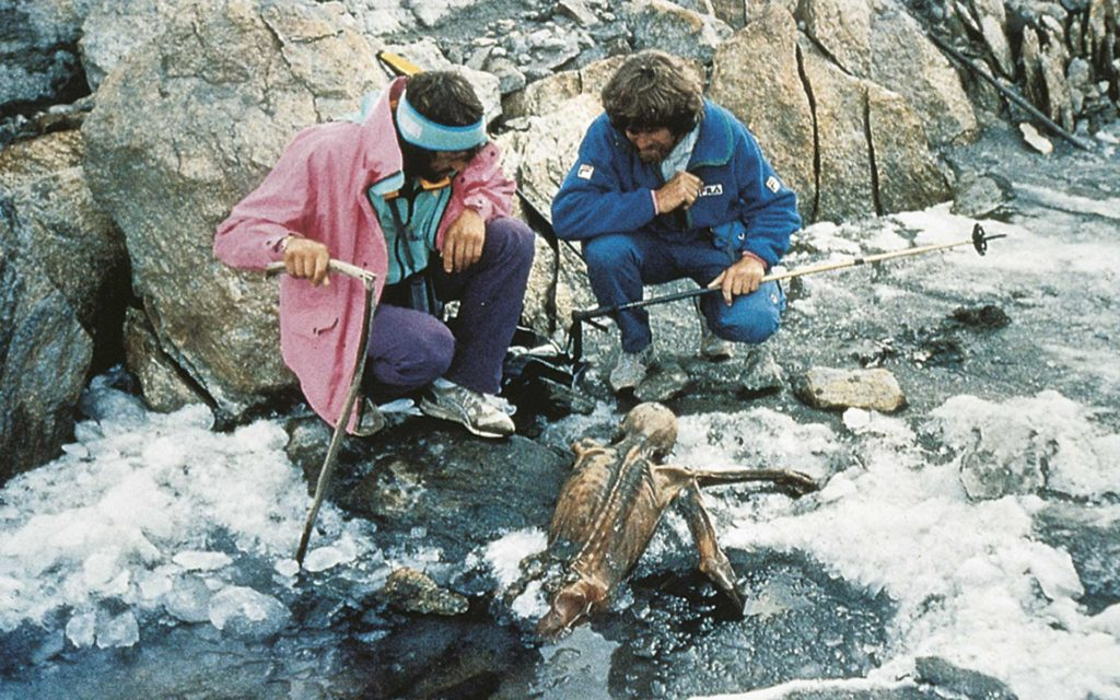 Reinhold Messner (right) looking at Ötzi